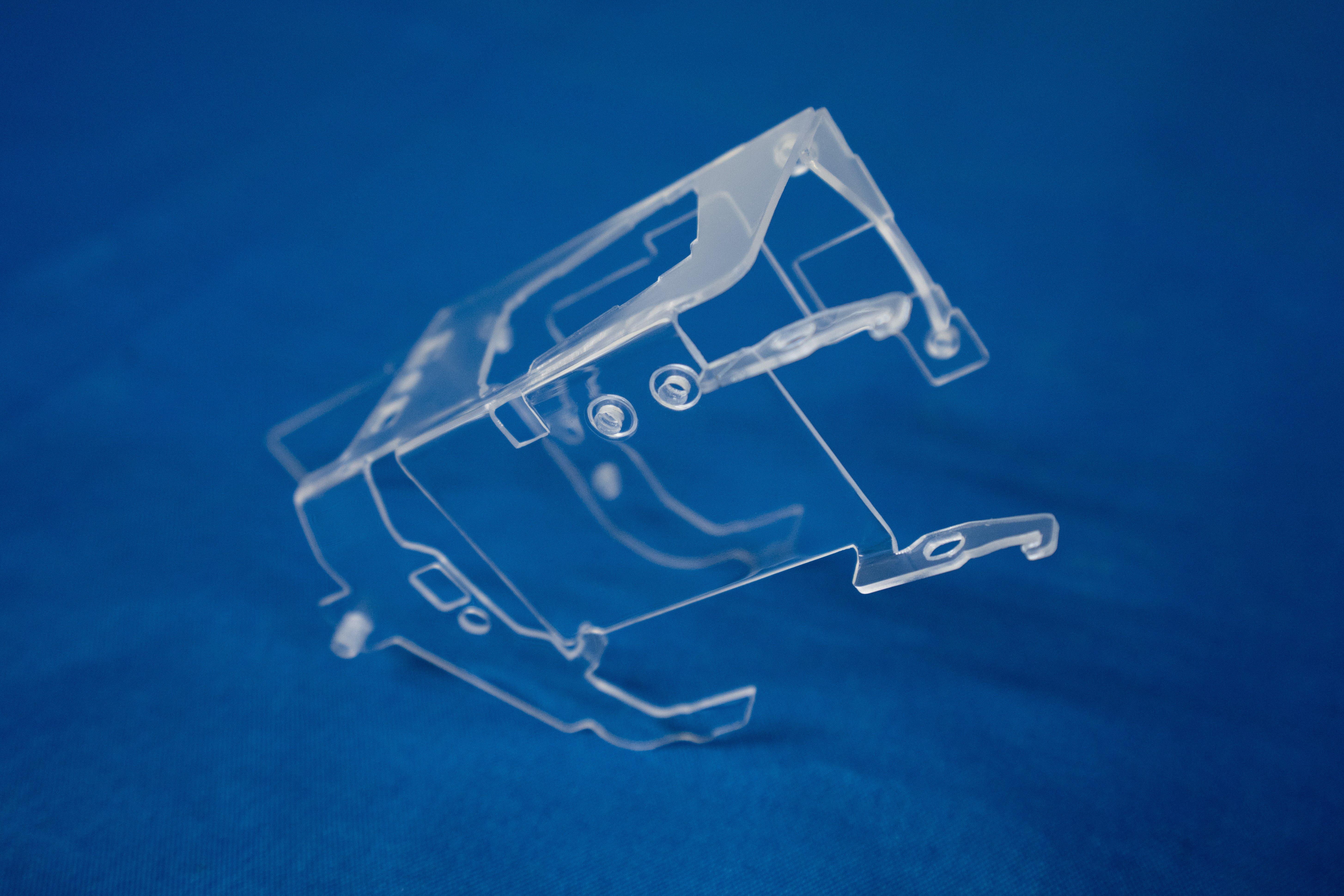 Transparenter Kunststoffbauteil