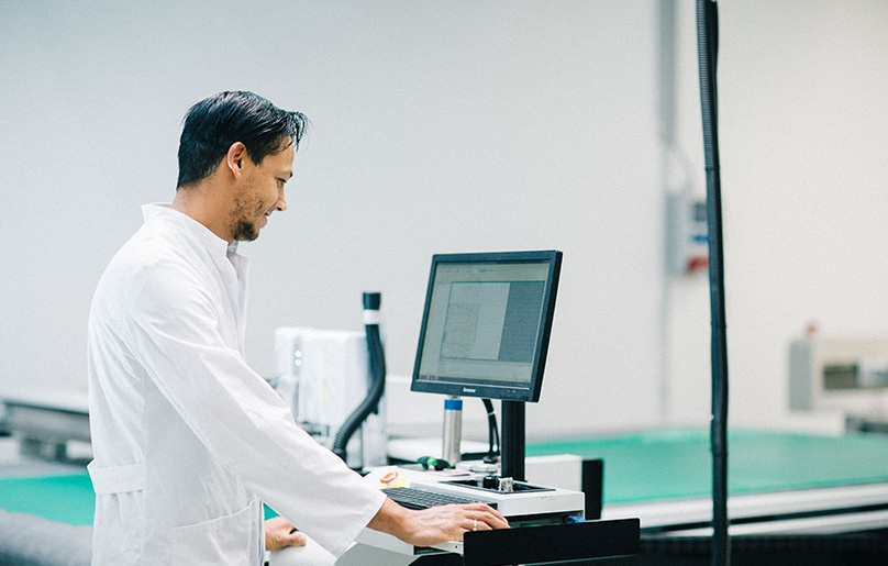 CFK Carbon fiber Produktion Prototypen Kleinserien Faserverbund CNC Cutter.jpg