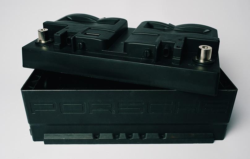 Spritzguss-Batteriegehäuse-Metallteile-umspritzt