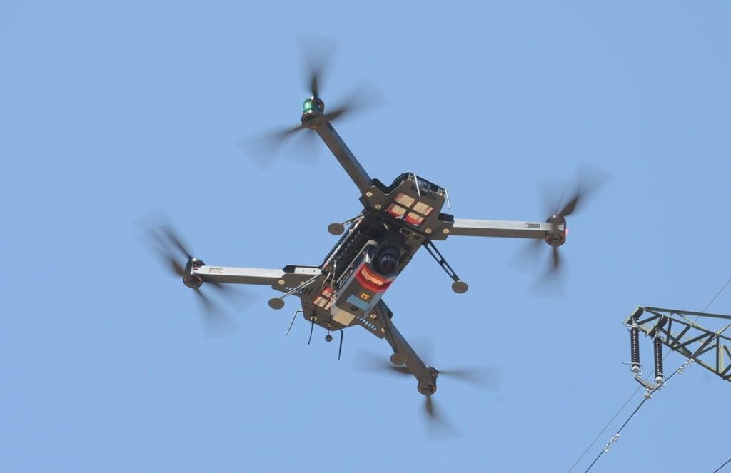 Karbon Drohne